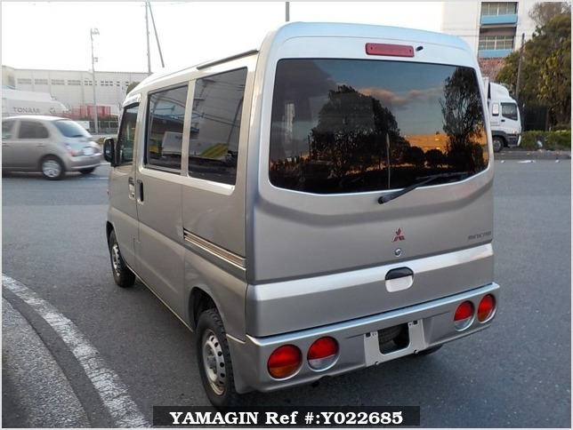 It is a picture of the silver mitsubishi minicab passenger van in 2000,Sub Photo 2 Stock No.Y022685
