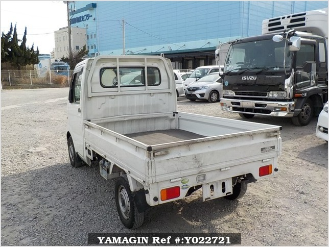 It is a picture of the white suzuki carry truck in 2004,Sub Photo 3 Stock No.Y022721