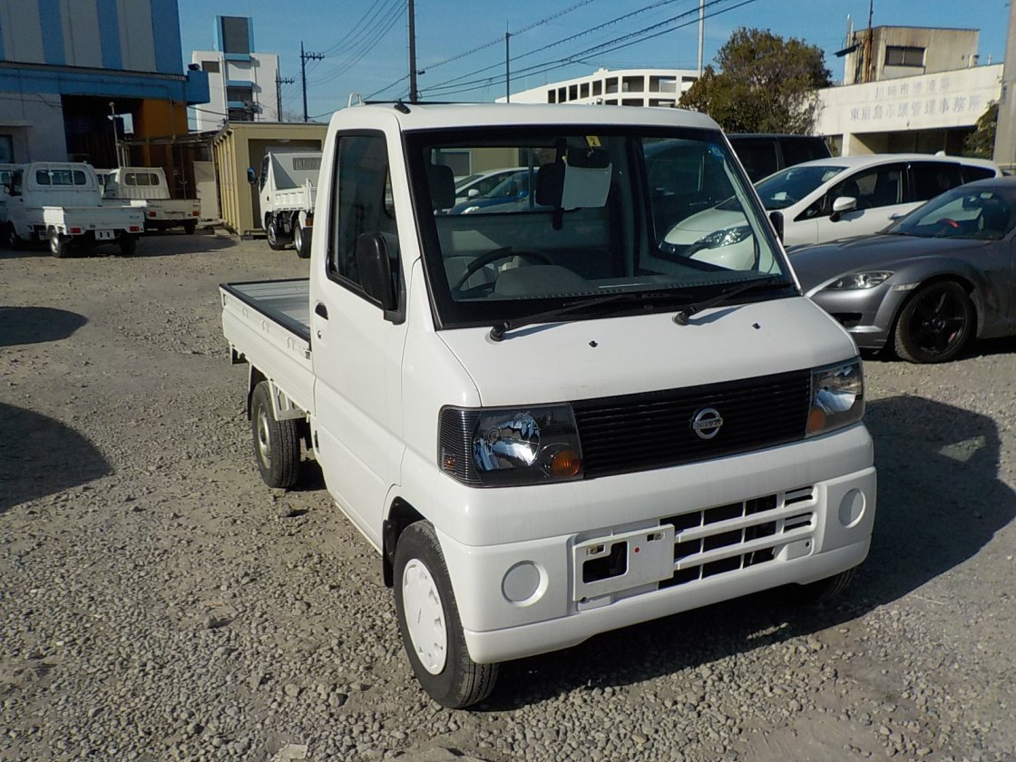 It is a picture of the white nissan clipper truck in 2004,First Photo Stock No.Y022722