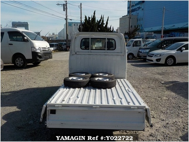 It is a picture of the white nissan clipper truck in 2004,Sub Photo 4 Stock No.Y022722