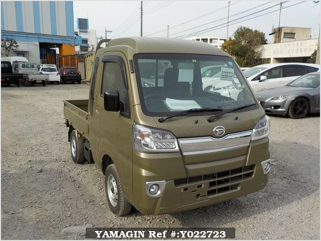 It is a picture of the khaki daihatsu hijet jumbo in 2018,Sub Photo 0 Stock No.Y022723