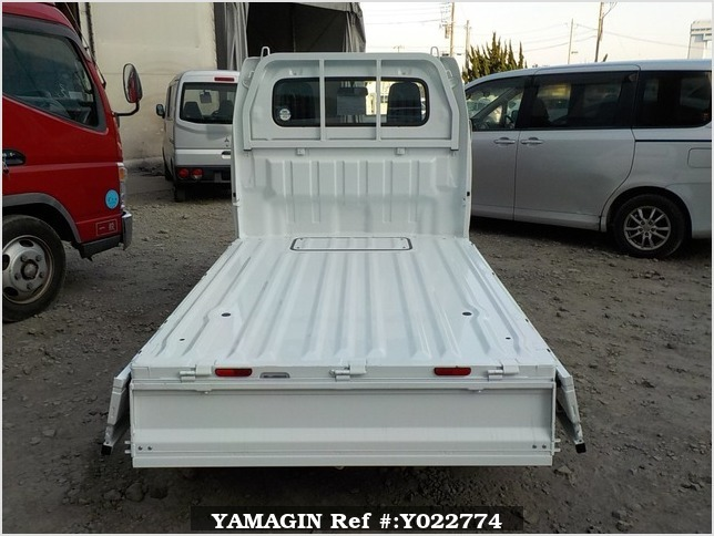 It is a picture of the white suzuki carry truck in 2018,Sub Photo 4 Stock No.Y022774