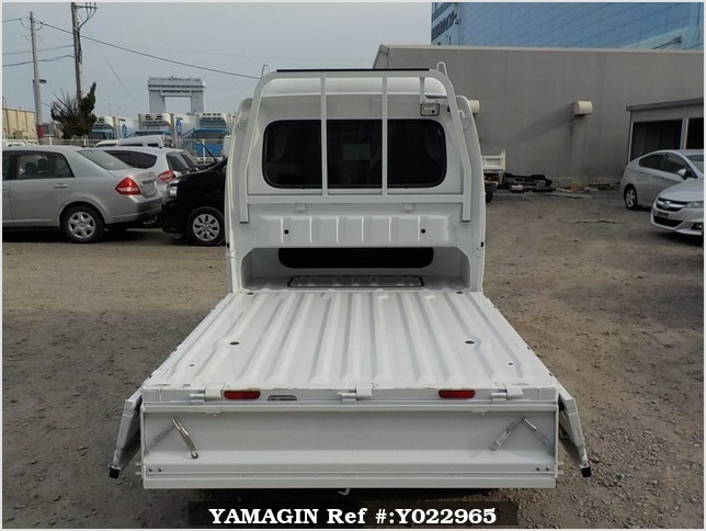 It is a picture of the white suzuki carry jumbo in 2018,Sub Photo 4 Stock No.Y022965