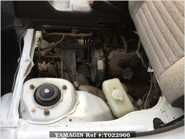 It is a picture of the white suzuki carry truck in 1993,Sub Photo 18 Stock No.Y022966