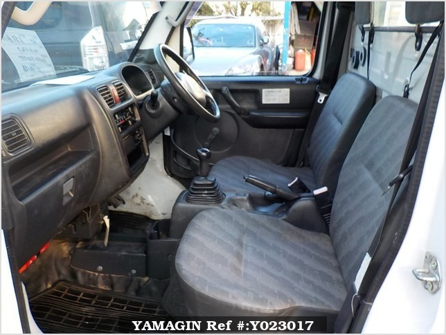It is a picture of the white suzuki carry dump in 2007,Sub Photo 14 Stock No.Y023017