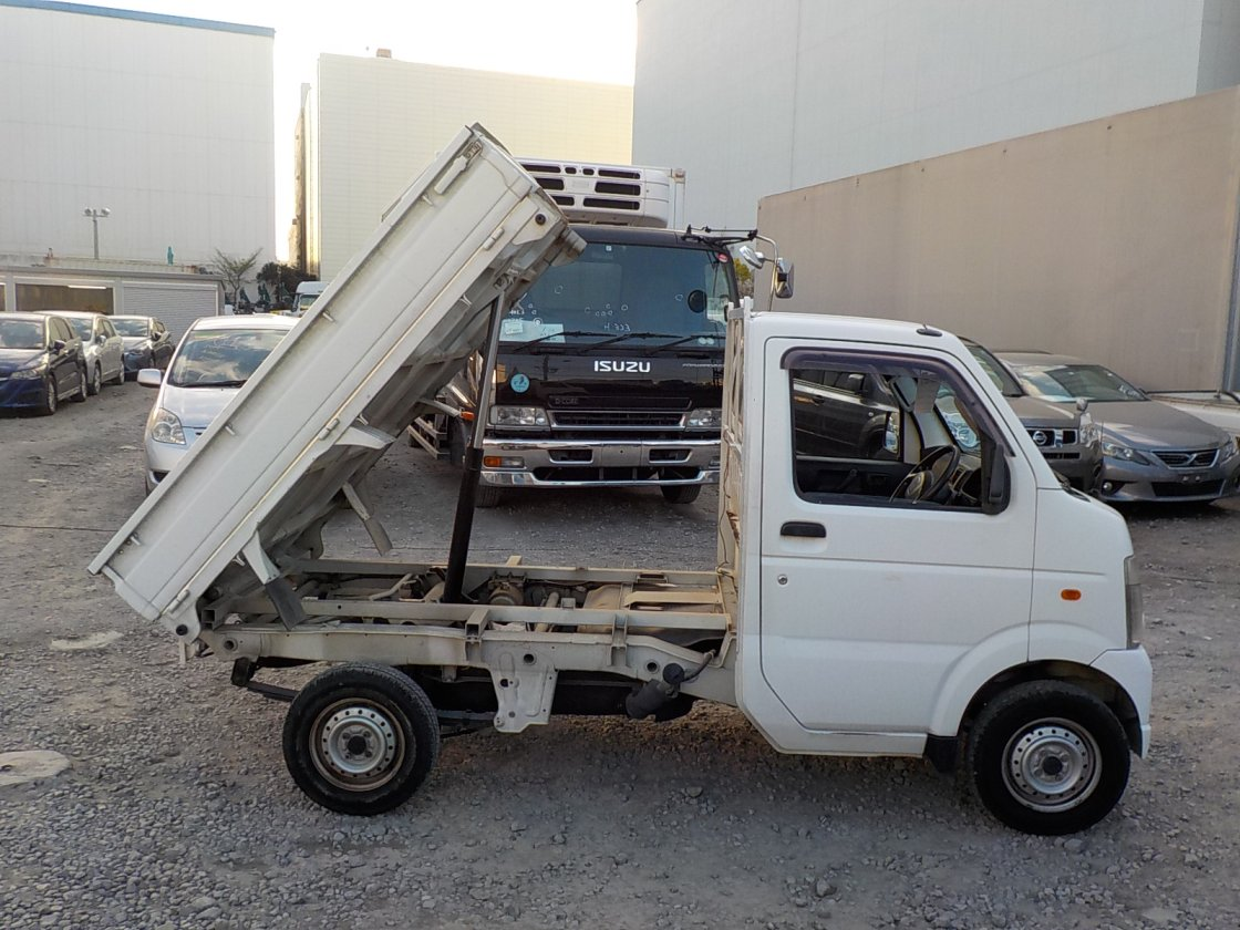 It is a picture of the white suzuki carry dump in 2007,First Photo Stock No.Y023017