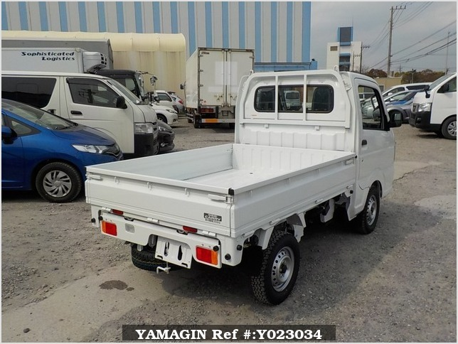 It is a picture of the white suzuki carry dump in 2018,Sub Photo 3 Stock No.Y023034