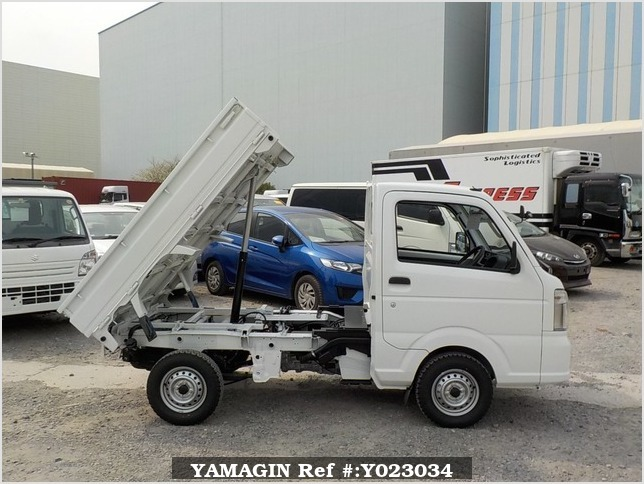 It is a picture of the white suzuki carry dump in 2018,Sub Photo 0 Stock No.Y023034