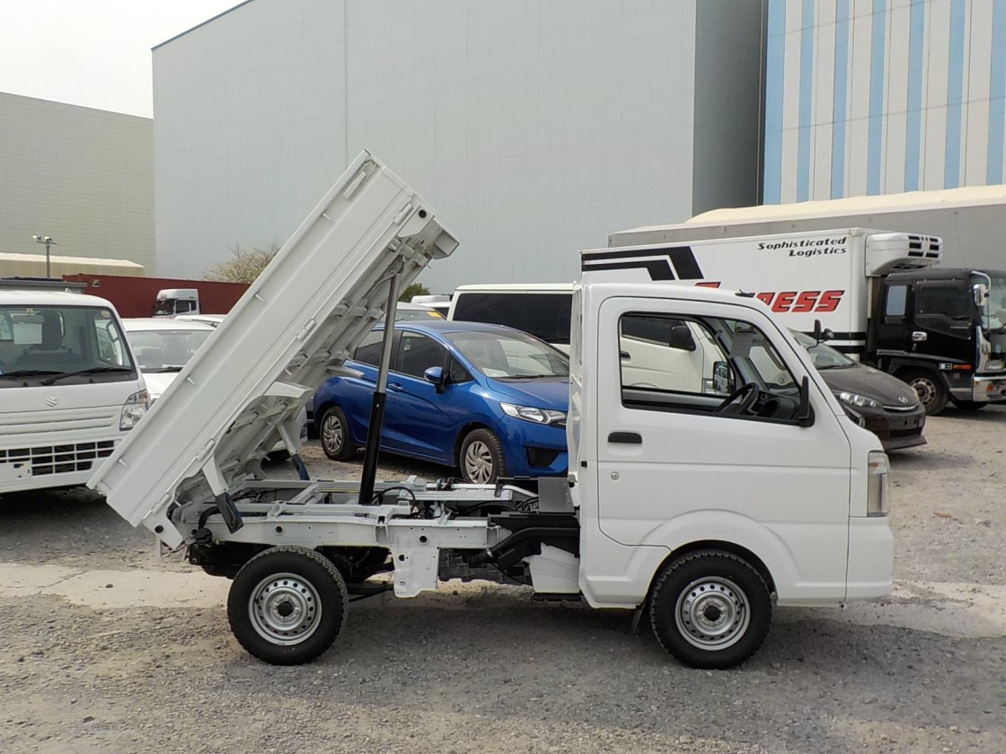 It is a picture of the white suzuki carry dump in 2018,First Photo Stock No.Y023034