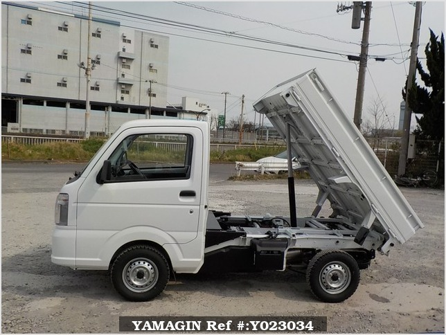 It is a picture of the white suzuki carry dump in 2018,Sub Photo 6 Stock No.Y023034