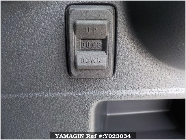 It is a picture of the white suzuki carry dump in 2018,Sub Photo 12 Stock No.Y023034