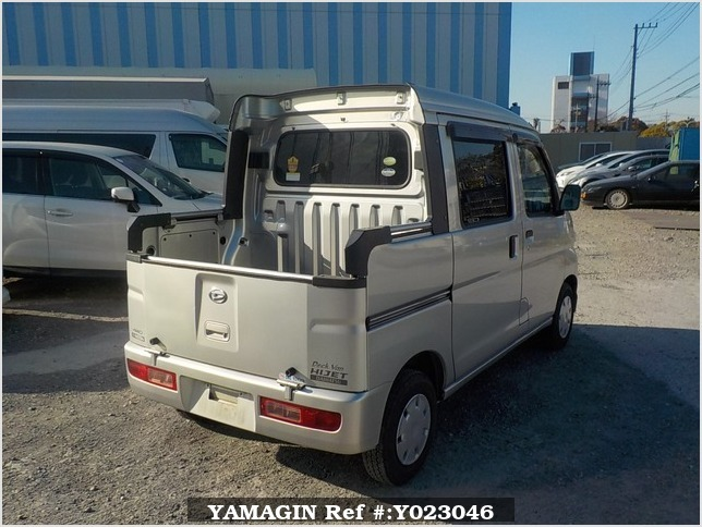 It is a picture of the silver daihatsu hijet  deck van in 2005,Sub Photo 2 Stock No.Y023046