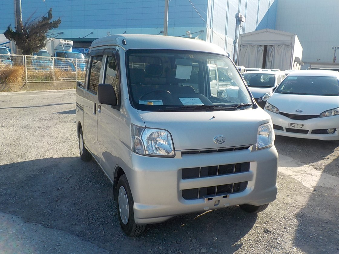It is a picture of the silver daihatsu hijet  deck van in 2005,First Photo Stock No.Y023046