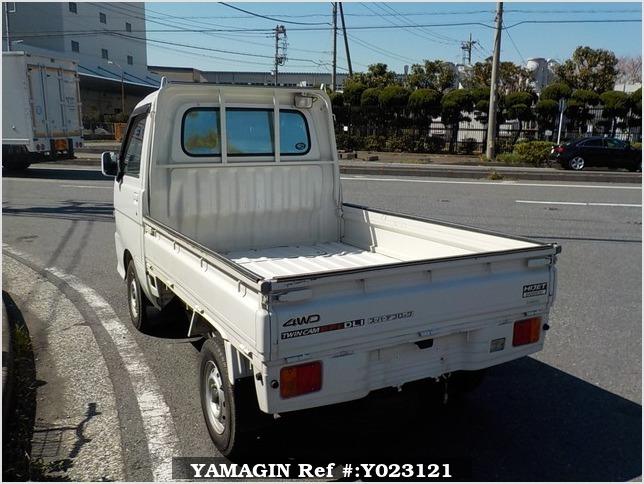 It is a picture of the white daihatsu hijet truck in 2001,Sub Photo 3 Stock No.Y023121