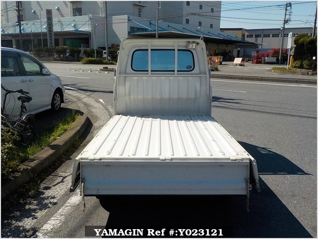 It is a picture of the white daihatsu hijet truck in 2001,Sub Photo 4 Stock No.Y023121