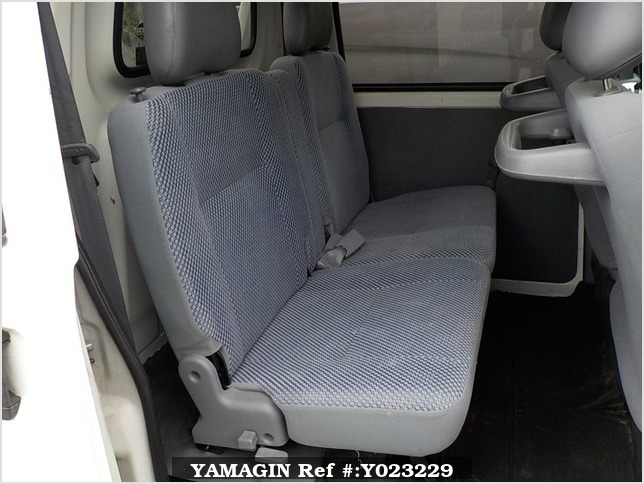 It is a picture of the white daihatsu hijet deck van in 2004,Sub Photo 10 Stock No.Y023229