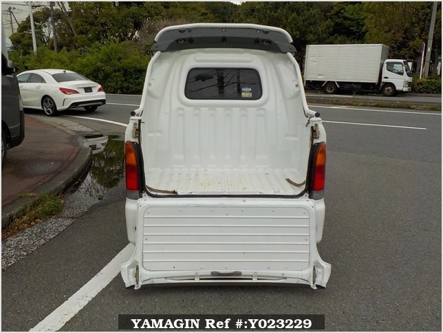It is a picture of the white daihatsu hijet deck van in 2004,Sub Photo 4 Stock No.Y023229