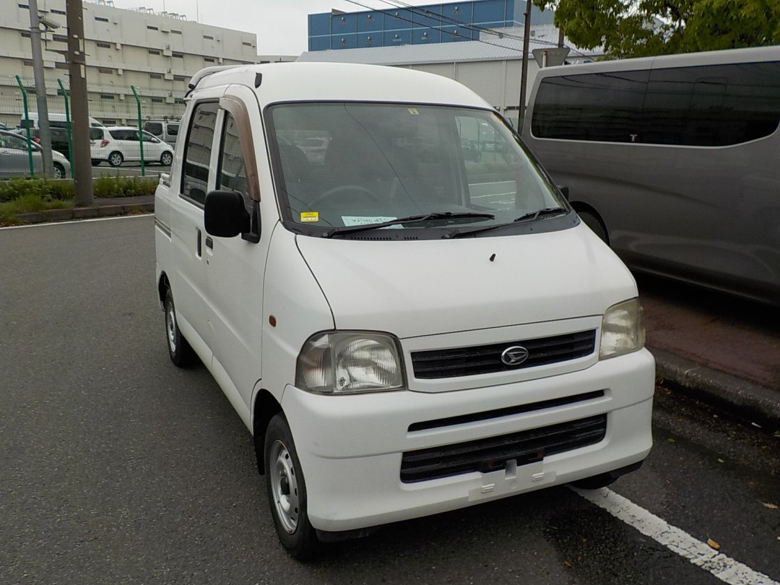 It is a picture of the white daihatsu hijet deck van in 2004,First Photo Stock No.Y023229