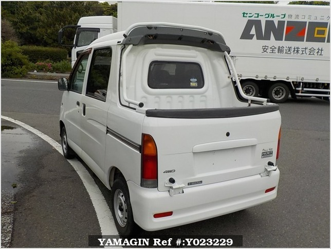 It is a picture of the white daihatsu hijet deck van in 2004,Sub Photo 3 Stock No.Y023229