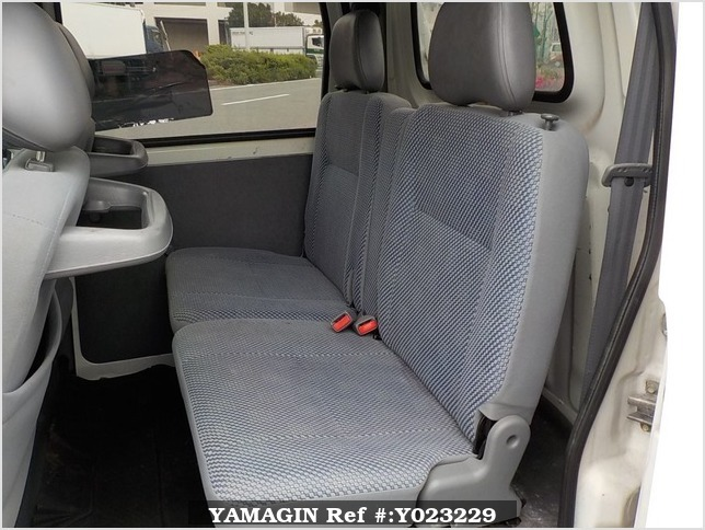 It is a picture of the white daihatsu hijet deck van in 2004,Sub Photo 12 Stock No.Y023229