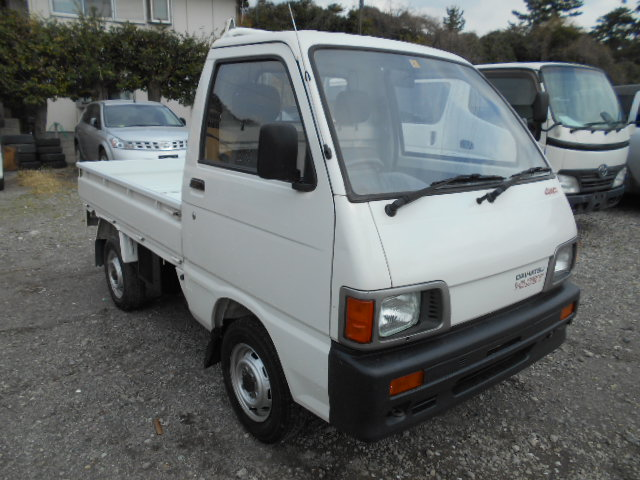 It is a picture of the white daihatsu hijet truck in 1993,First Photo Stock No.Y023323