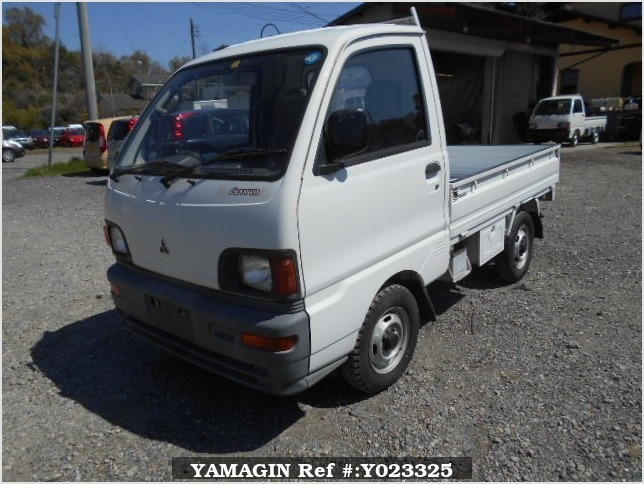 It is a picture of the white mitsubishi minicab truck in 1994,Sub Photo 1 Stock No.Y023325