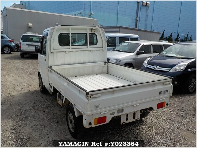It is a picture of the white suzuki carry truck in 2003,Sub Photo 3 Stock No.Y023364