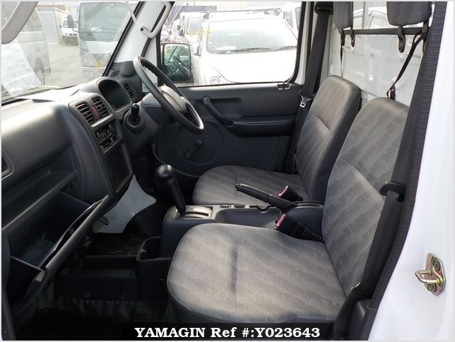 It is a picture of the white suzuki carry  truck in 2003,Sub Photo 6 Stock No.Y023643