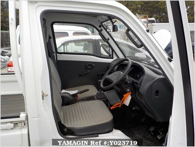 It is a picture of the white suzuki carry truck in 1994,Sub Photo 5 Stock No.Y023719