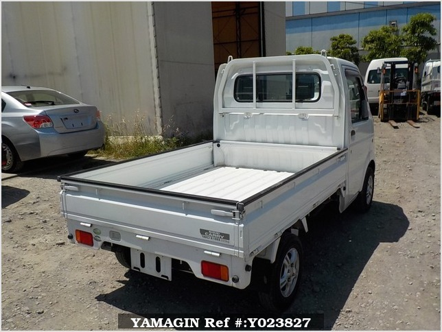 It is a picture of the white suzuki carry truck in 2005,Sub Photo 2 Stock No.Y023827