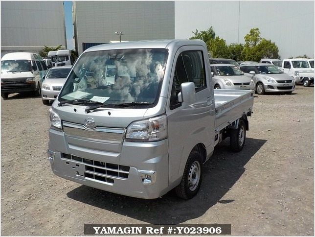 It is a picture of the silver daihatsu hijet truck in 2019,Sub Photo 1 Stock No.Y023906