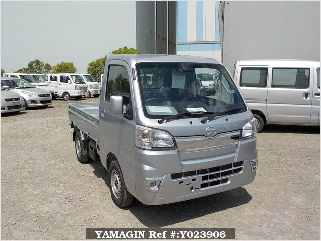 It is a picture of the silver daihatsu hijet truck in 2019,Sub Photo 0 Stock No.Y023906