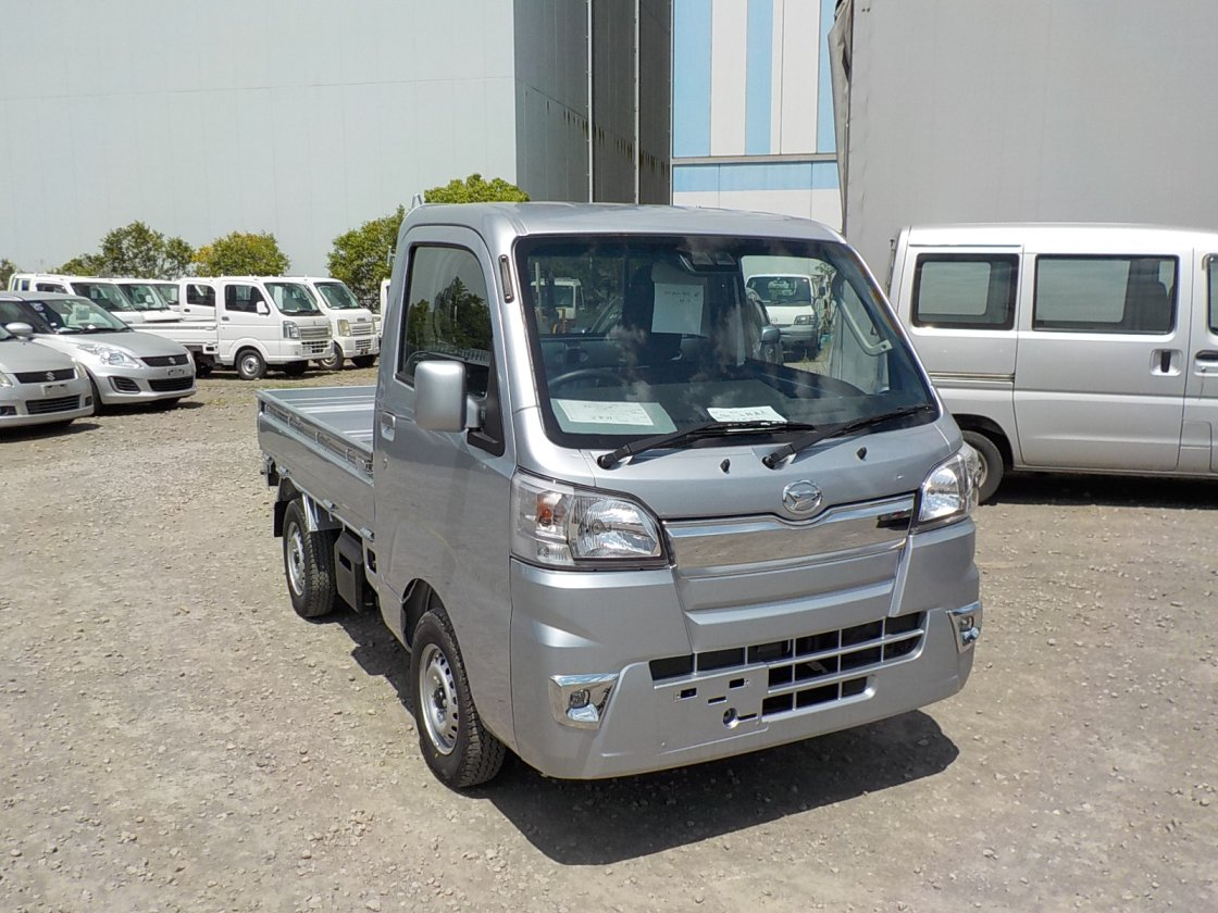 It is a picture of the silver daihatsu hijet truck in 2019,First Photo Stock No.Y023906