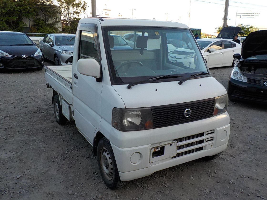 It is a picture of the white nissan clipper truck in 2004,First Photo Stock No.Y024092