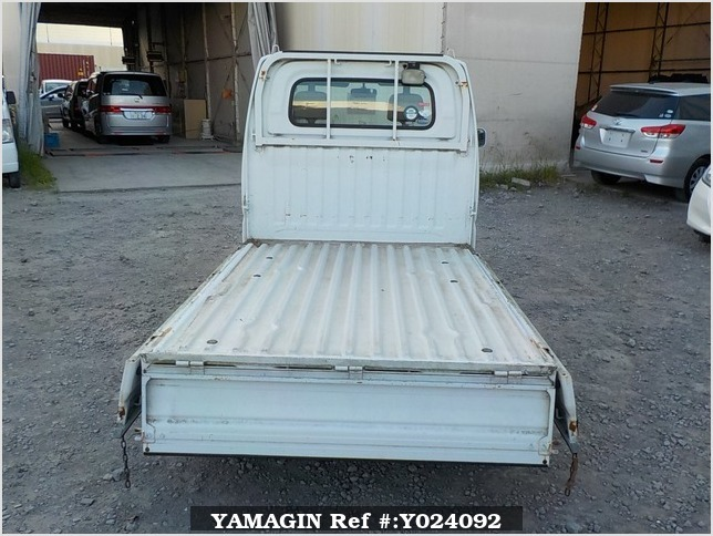 It is a picture of the white nissan clipper truck in 2004,Sub Photo 4 Stock No.Y024092