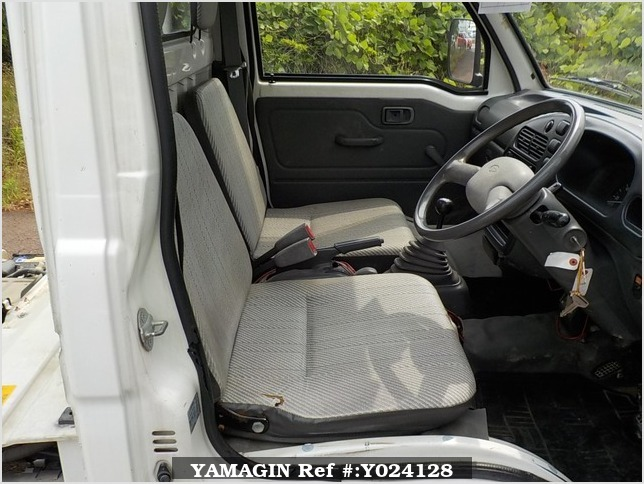 It is a picture of the white daihatsu hijet dump in 1994,Sub Photo 12 Stock No.Y024128