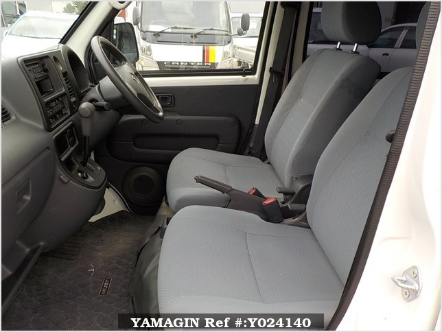 It is a picture of the white daihatsu hijet deck van in 2009,Sub Photo 11 Stock No.Y024140