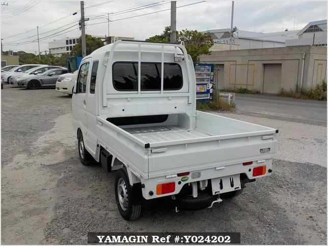 It is a picture of the white suzuki carry jumbo in 2018,Sub Photo 3 Stock No.Y024202