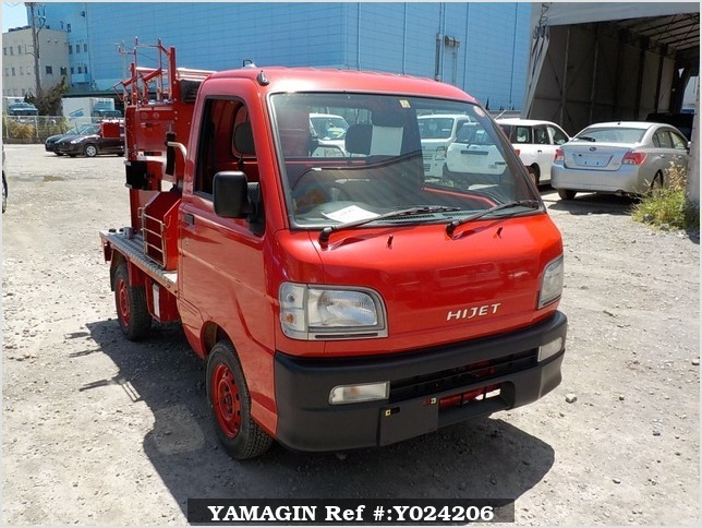It is a picture of the red daihatsu hijet fire truck in 1999,Sub Photo 0 Stock No.Y024206