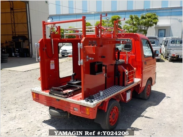 It is a picture of the red daihatsu hijet fire truck in 1999,Sub Photo 2 Stock No.Y024206