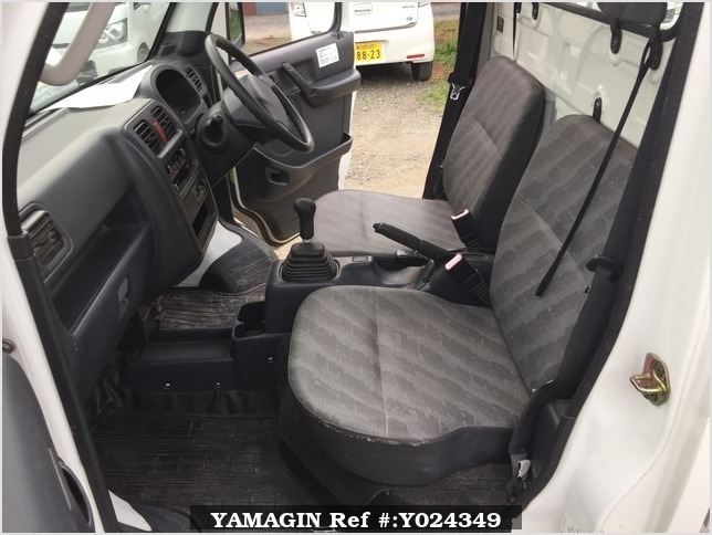 It is a picture of the white suzuki carry dump in 2004,Sub Photo 7 Stock No.Y024349