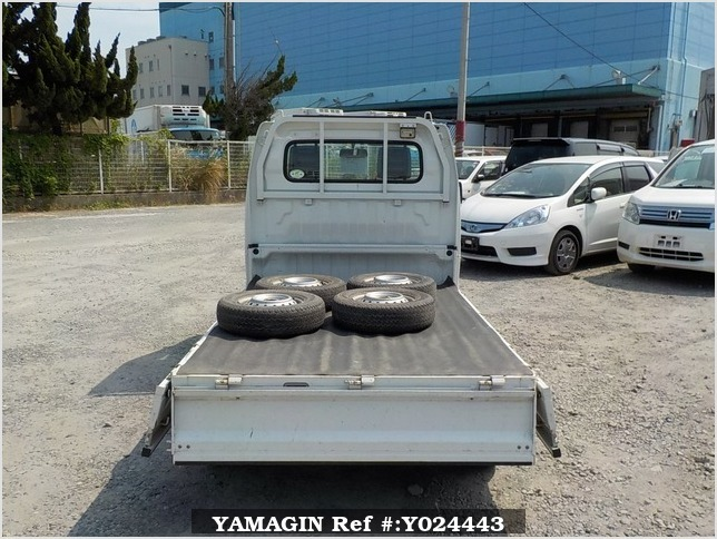 It is a picture of the white suzuki carry truck in 2009,Sub Photo 4 Stock No.Y024443