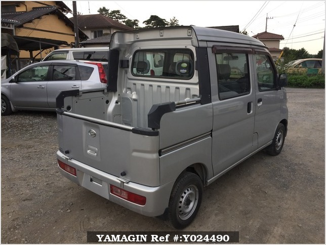 It is a picture of the silver daihatsu hijet deck van in 2005,Sub Photo 2 Stock No.Y024490