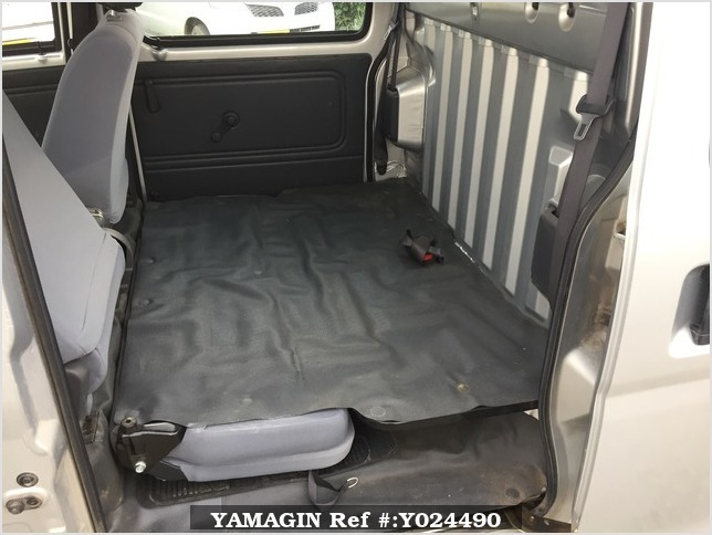 It is a picture of the silver daihatsu hijet deck van in 2005,Sub Photo 9 Stock No.Y024490