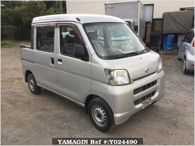 It is a picture of the silver daihatsu hijet deck van in 2005,Sub Photo 0 Stock No.Y024490