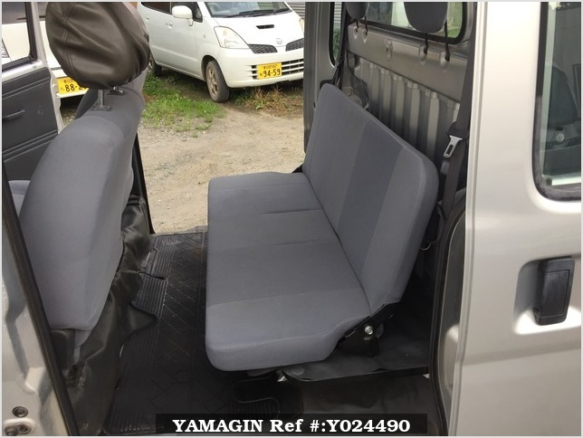 It is a picture of the silver daihatsu hijet deck van in 2005,Sub Photo 8 Stock No.Y024490