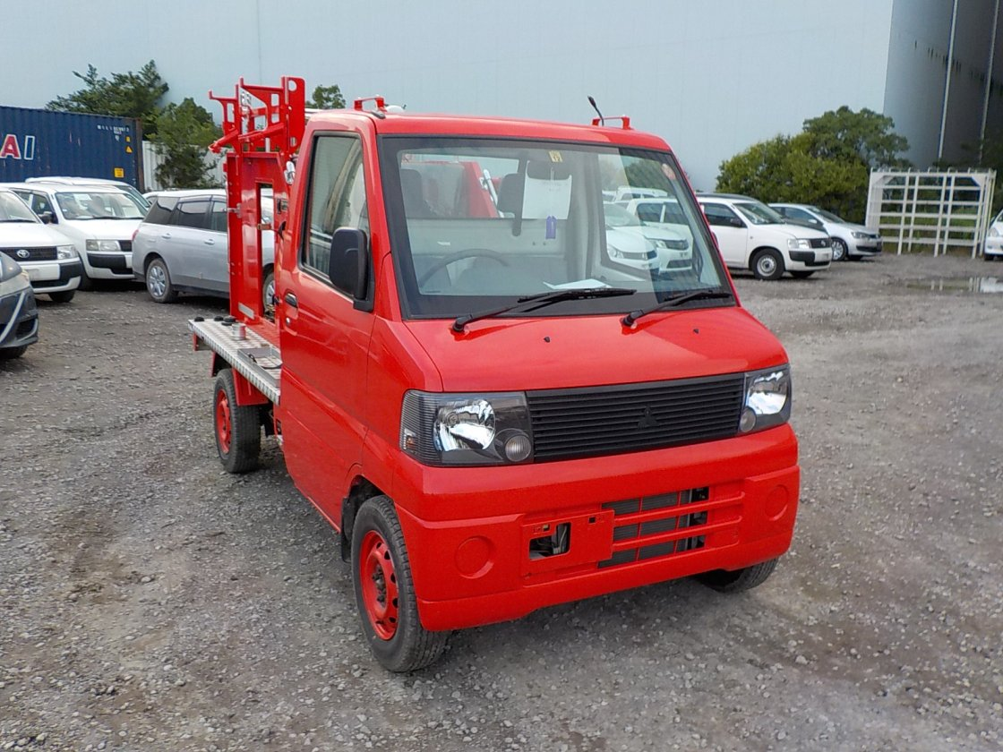 It is a picture of the red mitsubishi minicab truck fire truck in 2002,First Photo Stock No.Y024505