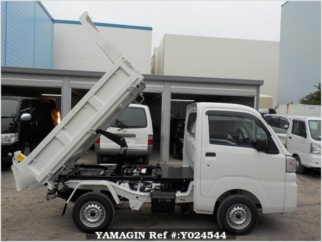 It is a picture of the white daihatsu hijet dump in 2019,Sub Photo 0 Stock No.Y024544