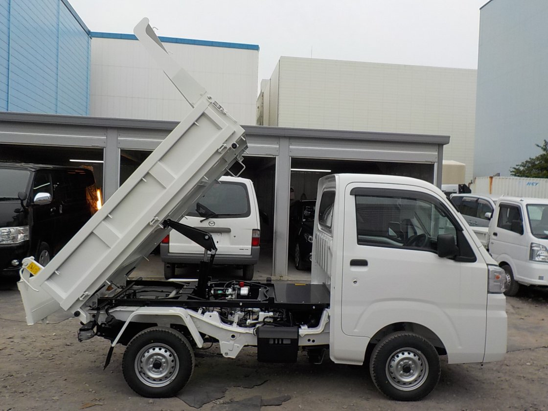 It is a picture of the white daihatsu hijet dump in 2019,First Photo Stock No.Y024544