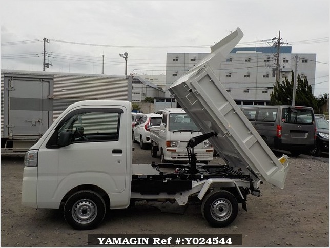 It is a picture of the white daihatsu hijet dump in 2019,Sub Photo 9 Stock No.Y024544